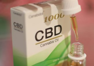 American Woman Claims Cannabis Oil Cured Her Breast Cancer – LADbible