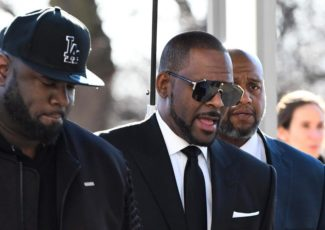 Judge expected to rule on R Kelly request to fly to Dubai – KGAN TV