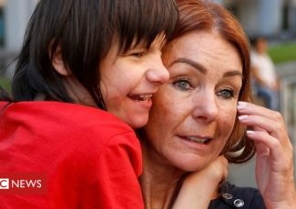 Billy Caldwell: Campaigner's company sells cannabis oil – BBC News