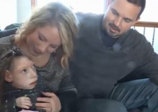 """Kelly signs """"Claire and Lola's bill"""" allowing THC CBD oil for medical treatment – WIBW"""