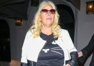 Beth Chapman Yanked Out IV & Forced Doctors To Put Her Under Medically Induced Coma At Hospital – Hollywood Life