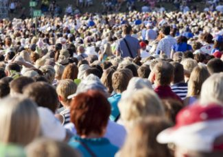 The Best Way to Stay Calmer in Summer Crowds – The Urban Twist