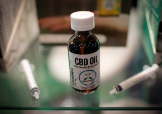 U.S. reverses ban on Canadian who crossed border with CBD oil – CBC News