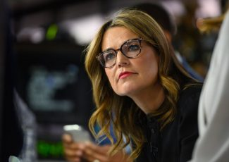 Savannah Guthrie forced to undergo surgery for critical eye injury: Details – Yahoo Lifestyle