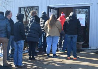 Hundreds line up at marijuana dispensary in North Aurora to legally buy weed – DeKalb Daily Chronicle