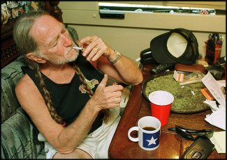 "Willie Nelson is living out his hit song ""Reasons to Quit"" – wkdq.com"